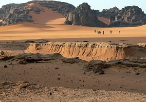 Guests enjoy a walk across the Sahara with Expert Algeria travel agency